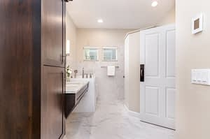 Real estate picture showing bathroom