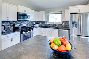 Photography sample of a kitchen with fruit in a bowl on the kitchen island